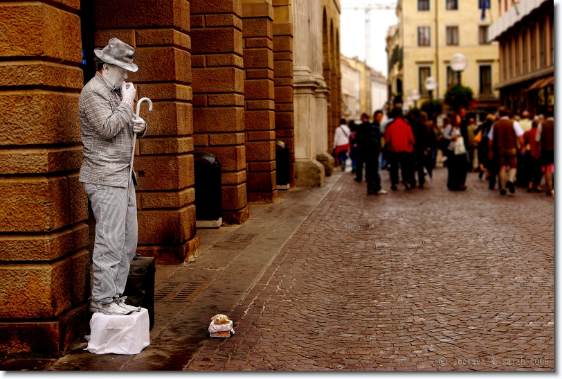 living statue at padova, italy