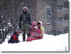 kids-snow-sliding-11 * packing many in 1. now their sensei (teacher) has a smile for me ;) * 1024 x 766 * (423KB)
