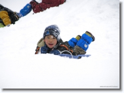 kids-snow-sliding-13 * he has a smile for me :) * 1024 x 766 * (155KB)