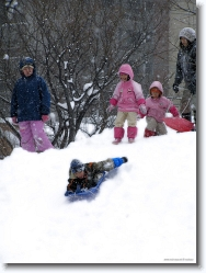 kids-snow-sliding-14 * winter at sapporo is the right time for these kids to take a break and go snow sliding! * 766 x 1024 * (337KB)
