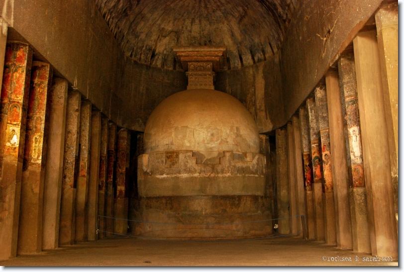 Indijsko vajarstvo Ajanta_caves_chaitya_01